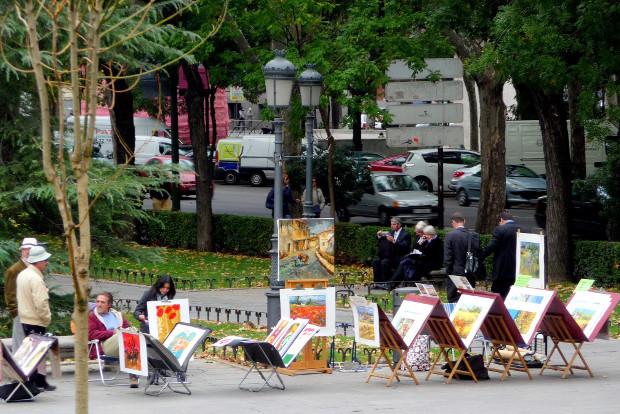 """También la venta de arte entra en el """"mercado"""" de las aceras - Foto: Manuel Martín Vicente"""
