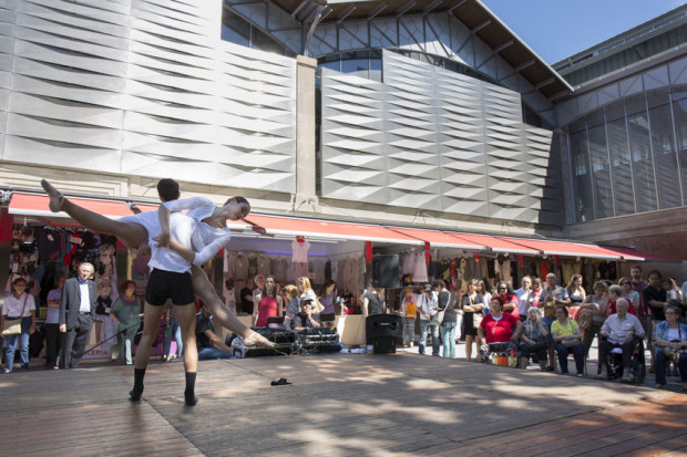 Fiesta en el Mercat del Ninot - Foto: Pau Fabregat