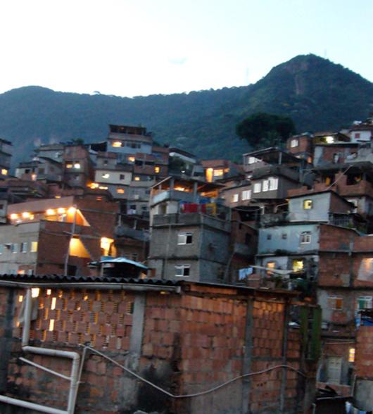 090218_favela_painting11