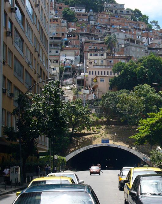 090218_favela_painting2
