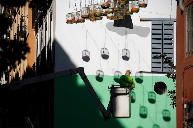 Instalación vecinal en Lavapiés, foto de Olmo Calvo