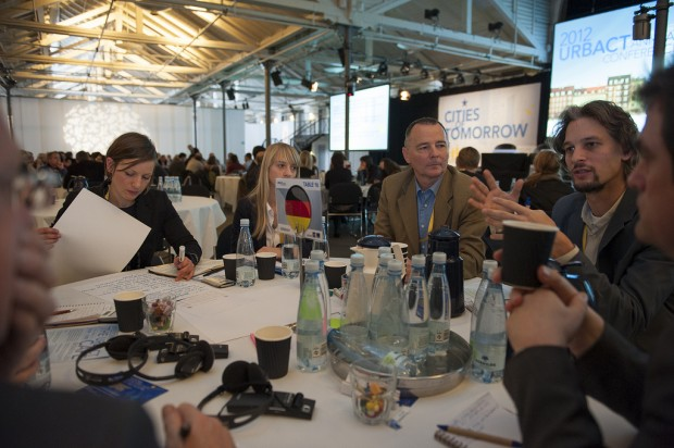 """El """"URBACT Café"""", dinámica de debate por países - Foto: URBACT"""