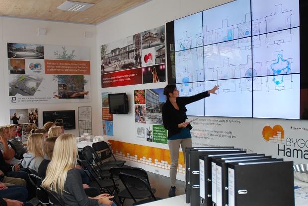 Liz Eva Tøllefsen presenting the Cultural Rucksac