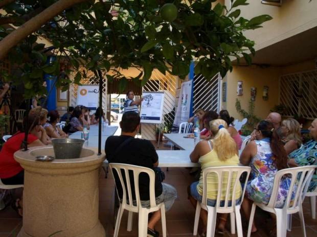 Reunión del Grupo de Apoyo Local con los vecinos - Imagen por USER Málaga
