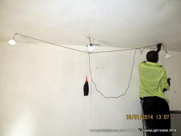 Instalación de la GravityLight y las lámparas auxiliares