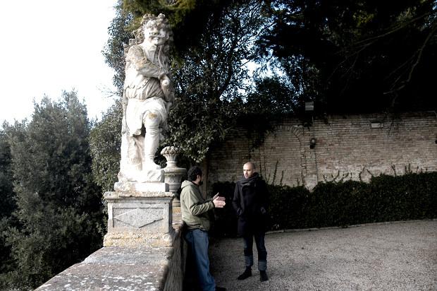 Andrés Walliser y Francesco Cingolani durante una deambulación en Montecanepino