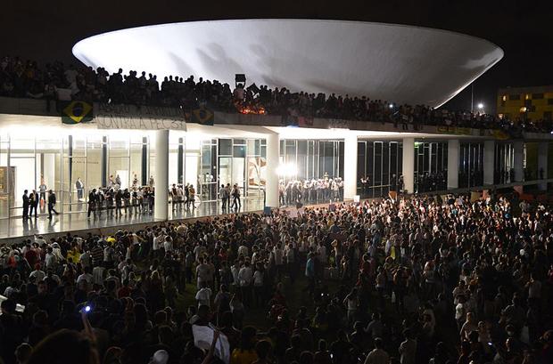 """Protestas en el Congreso Nacional, """"The House of the People"""" en Brasília,  Junio 17 - Wikimedia Commons"""