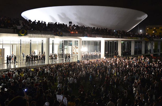 "Protestas en el Congreso Nacional, ""The House of the People"" en Brasília,  Junio 17 - Wikimedia Commons"