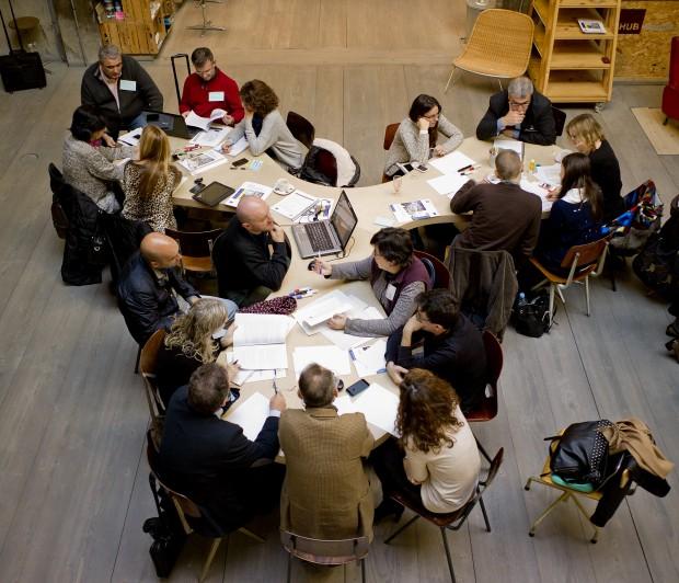 Trabajando en grupos por ciudades y por temáticas