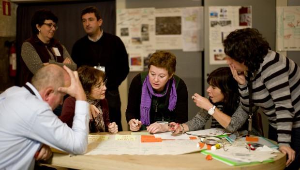 El gruop de Gijón trabajando en su análisis de la idea fuerza