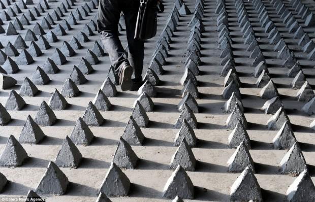Pinchos de hormigón en Guangzhou - Imagen via dailymail.co.uk