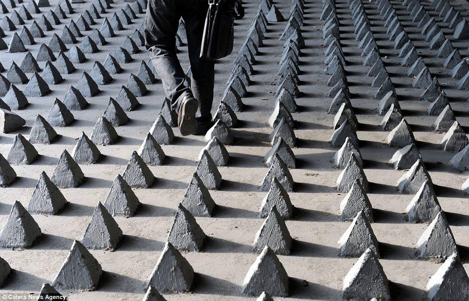La ciudad hostil: ángulos y púas contra los ciudadanos