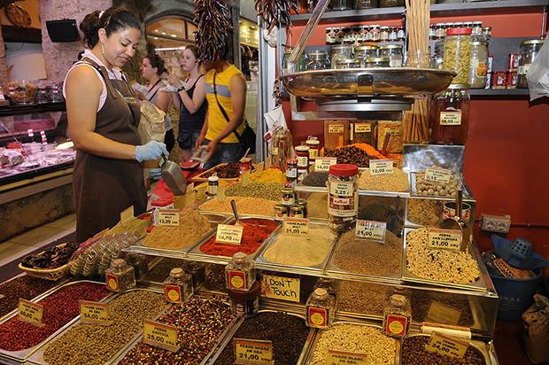 Mercado de la Boqueria_interior - Foto por Mercats de Barcelona en Flickr - clic para ver original