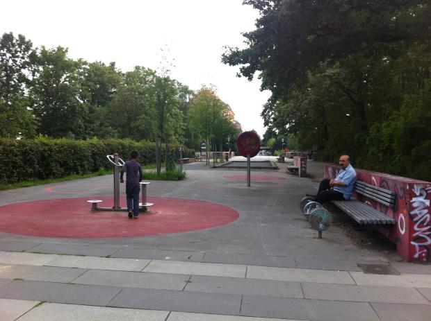 Zona de ejercicio para mayores en el parque lineal entre Löhmuhlenstrasse y Landwehrkanal en Treptow. Foto: A. Walliser
